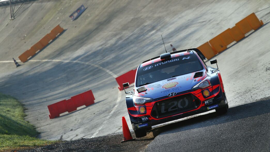 Knife-edge battle for WRC manufacturers' crown