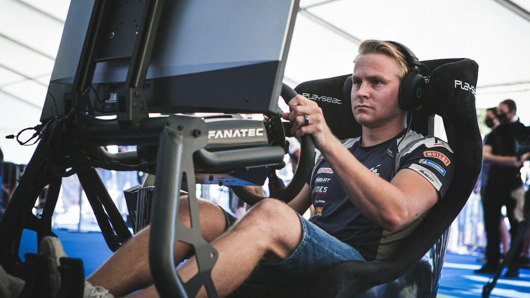 Los pilotos del WRC empujan a los especialistas de eSports en un emocionante eChallenge