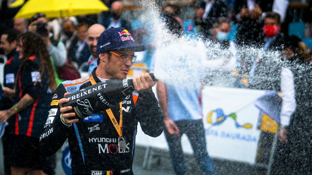 Flame-filled finale fails to cool Neuville's scorching pace