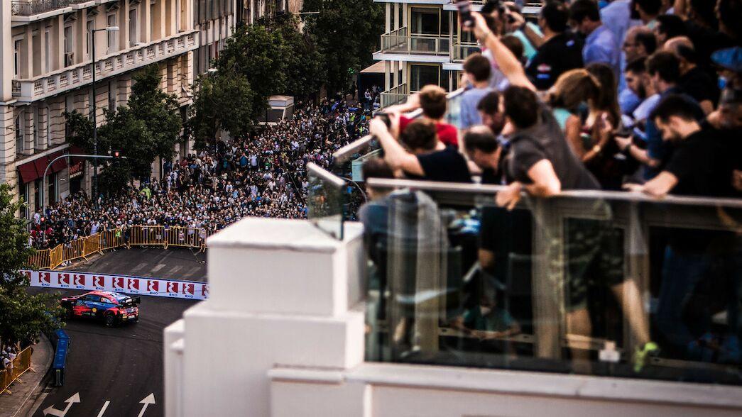 Le retour de la Grèce applaudi